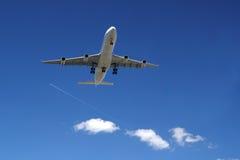 Посадка самолета A340 Стоковое Фото