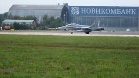 Посадка F-18 акции видеоматериалы