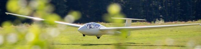 Посадка Sailplane на авиаполе Стоковая Фотография RF