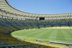 Посадочные места и тангаж футбольного стадиона Maracana Стоковые Фото