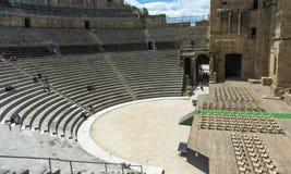 Посадочные места этапа римского театра оранжевые стоковые фотографии rf