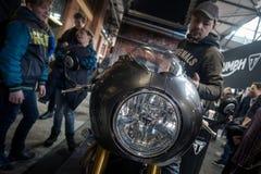 Посетители на выставке мотоцикла Берлина, феврале 2018 Стоковое Изображение