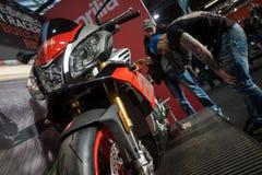 Посетители на выставке мотоцикла Берлина, феврале 2018 Стоковые Фото