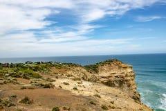 Посетители на rockbound побережье, 12 апостолов, Австралия Стоковая Фотография
