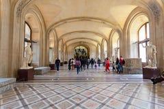 Посетители в галерее картины Стоковые Фотографии RF