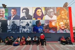 Посетители на книжной ярмарке Kolkata - 2014 стоковое фото rf