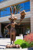 Посетители приветствию Bugs Bunny Стоковые Фото