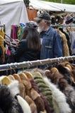 2 посетителя на рынке Стоковые Изображения