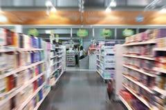 Посещение магазина бакалеи Стоковые Изображения