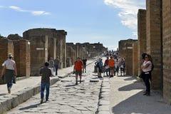 Посещение Помпеи туристов Перспектива улицы Стоковое фото RF