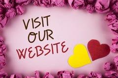 Посещение текста сочинительства слова наш вебсайт Концепция дела для связи интернет-страницы вахты приглашения к интернету блога  Стоковые Изображения RF