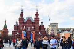 Посещение туристов музея положения исторического на красной площади внутри Стоковые Изображения