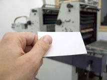 посещение удерживания руки пустой карточки Стоковые Изображения