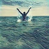Поскачите из морской воды Вытравлять иллюстрацию стиля цифровую с океаном, горизонтом и небом Стоковые Фотографии RF