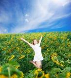 Поскачите среди солнцецветов Стоковые Изображения RF