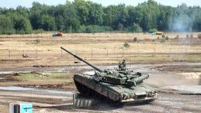 Поскачите танк T-80 с стрельбой сток-видео