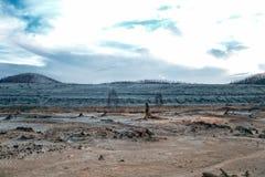 Последствие экологической катастрофы Медные трассировки на том основании стоковая фотография rf