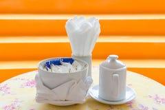Послеполуденный чай и coffe установленные в ресторан гостиницы Стоковое фото RF