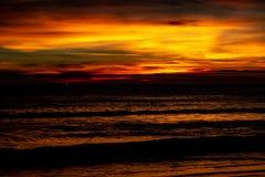 После захода солнца покрашенное показанное небо стоковое изображение