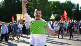 После победы медленного mo resses человека лозунга агитировать с приемоответчиком для отслеживать акции видеоматериалы