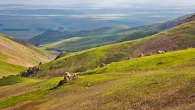 Посмотрите вниз от вершины горы стоковая фотография rf