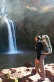 посмотрите водопад человека стоковая фотография rf
