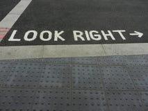 Посмотрите правый сигнал улицы стоковое фото rf