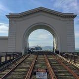Посмотрите через ворота к кораблю стоковые фотографии rf