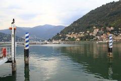 Посмотрите Como, этап посадки, гавань с прогулкой банка в озере Como Италии Стоковое Изображение