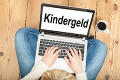 Пособия на ребенка (в немце) Стоковое фото RF