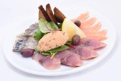 посоленная плита рыб стоковое изображение rf