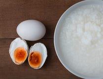 Посоленные яичко и gruel Стоковые Фотографии RF