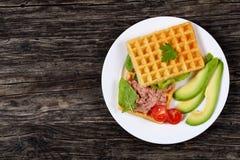 Посоленный сандвич waffles с авокадоом, pate Стоковая Фотография RF