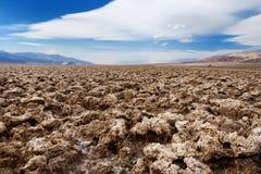 Посолите образования на поле для гольфа дьяволов в национальном парке Death Valley, Калифорнии стоковое фото rf