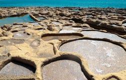 Посолите пруды испарения с побережья Gozo, Мальты Стоковые Фотографии RF