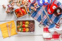 Поставка еды коробки для завтрака здоровая для dressmaker Стоковое фото RF