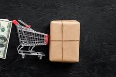 Поставка коробки пакетов на черной насмешке взгляд сверху предпосылки вверх стоковая фотография