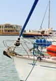 поставленная на якорь яхта Марины Стоковое Изображение