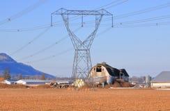 Поставлять гидро электричество через сельские районы стоковая фотография rf