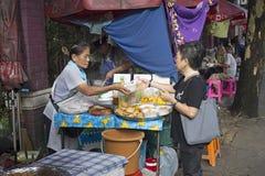 Поставщик еды улицы, Бангкок Стоковое Изображение RF