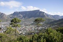 Поставьте гору и ряд на обсуждение Кейптаун s Африку 12 апостолов Стоковое Изображение RF