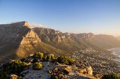 Поставьте гору на обсуждение в солнце вечера - Кейптаун, Южную Африку Стоковые Фотографии RF