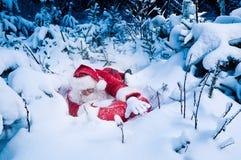 поставьте настоящие моменты santa борясь к Стоковые Фотографии RF