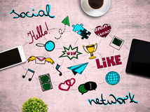 Поставьте на обсуждение с социальными значками средств массовой информации Стоковые Изображения RF