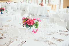 Поставьте установку на обсуждение для венчания или случая обедающего Стоковое фото RF