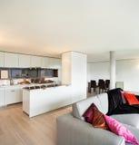 Поставленная квартира, взгляд живущей комнаты Стоковое Изображение RF