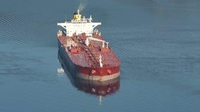 Поставленный на якорь нефтяной танкер сток-видео