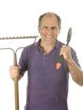 постарейте инструменты лопаты сгребалки человека садовника смычка средние Стоковые Изображения RF