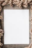 Постаретая бумага с рамкой веревочки на старой деревянной предпосылке Стоковая Фотография RF