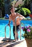 постаретая взбираясь красивая середина человека вне складывает заплывание вместе Стоковые Фотографии RF